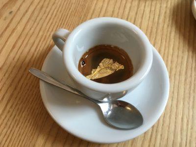 Kaffee mit Goldflocken