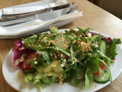 Salat mit Goldstreusel